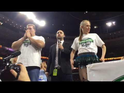 Wing Bowl 25: Champions Molly Schuyler and El Wingador face off