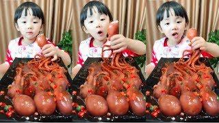 🐙 Bayi makan gurita terbaik di dunia 🐙 Makan sotong 🐙 กินปลาหมึก 🐙 กินอาหารทะเล 🐙 Comiendo comida 20