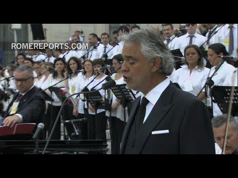 """Andrea Bocelli canta emocionante """"Panis Angelicus"""" en la plaza de San Pedro"""