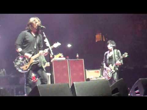 "Joan Jett w/Foo Fighters - ""Bad Reputation"" Live at MSG NYC 11/13"
