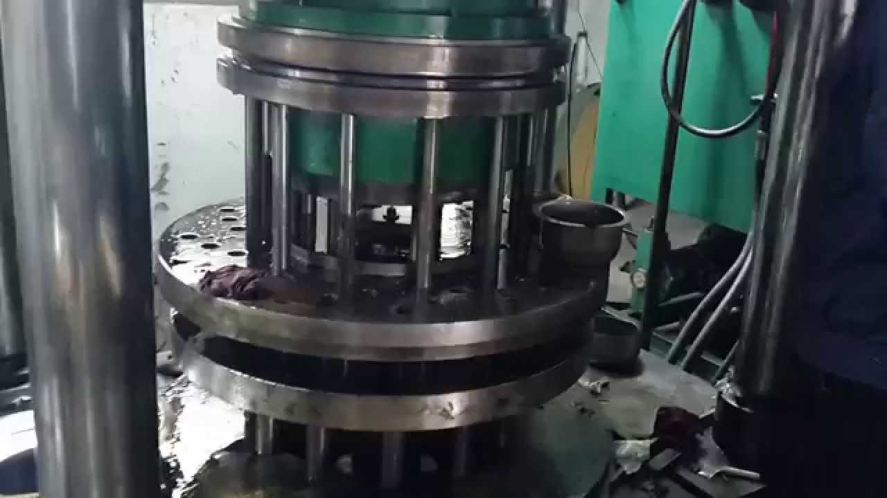 Hydraulic press from stainless steel sink tank production
