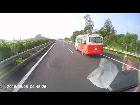 18 Nam Định chạy mgược chiều cao tốc Ninh Bình