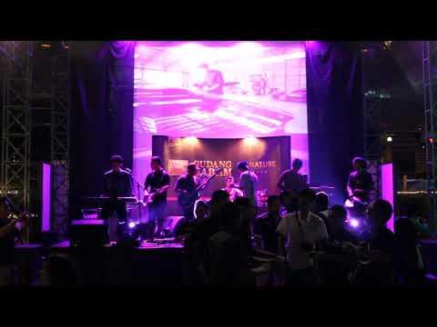 Lapiezt Legiet - Ini Rindu (Cover Farid Hardja) at Taman Cafe JEC Jogjakarta 2015