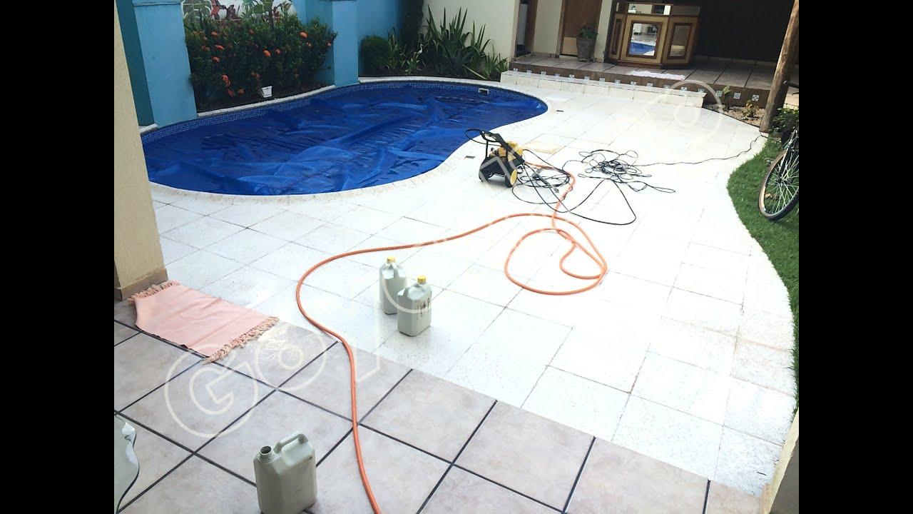 Como limpar pisos limpeza de pedras de borda de piscina for Piscina 6 x 3