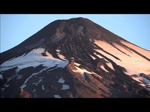 Chile's Villaricca volcano calm, red alert remains