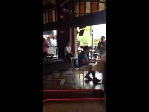 Man starts randomly playing Dr. Dre on a piano at a bar