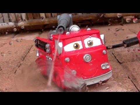 Firetruck RED Sprays WATER Pixar Cars Tomica TakaraTomy Fire Engine Truck タカラトミー