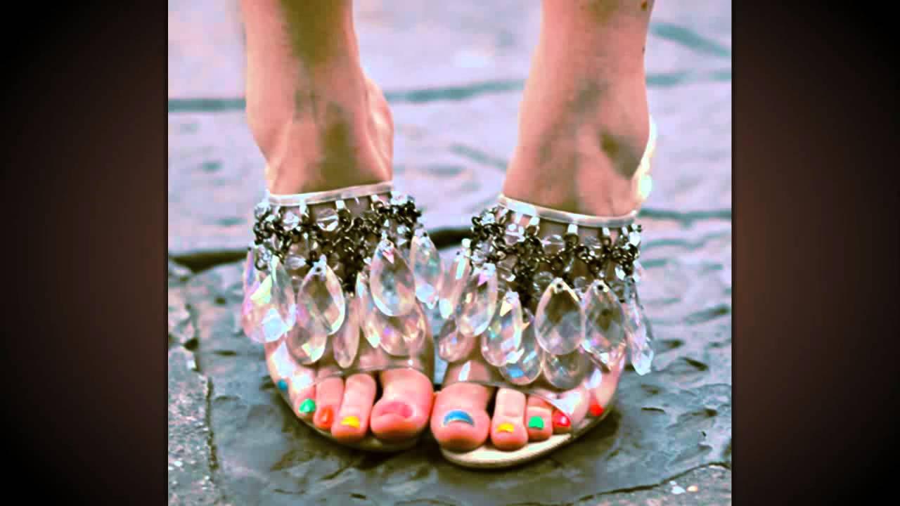 Шлюхи в чулках с накрашенными ногтями на ногах 3 фотография