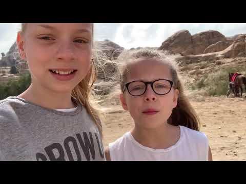 Slapen In De WOESTIJN! Rijden Op Kamelen - Jordanië - Wereldwonder Petra!