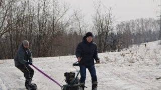 Лыжник, сноубордист и мотобуксировщик толкач(Купить буксировщик можно тут http://www.snowreg.ru/ Вступайте в нашу группу и ловите скидки и акции http://vk.com/motovezdehodu., 2015-03-21T18:53:04.000Z)