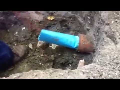 Trenchless sewer replacement with epoxy sewer lining