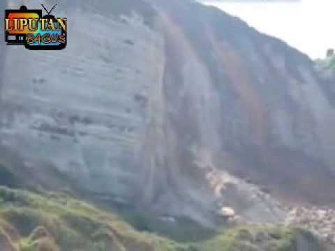 TANAH LONGSOR 'Detik Detik TANAH LONGSOR Di Tebing Bukit Pinggir Pantai Selatan