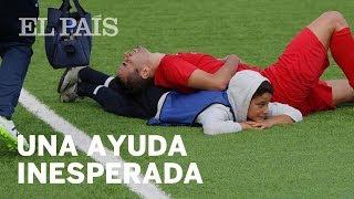 El niño que saltó al campo para socorrer a un rival | Deportes