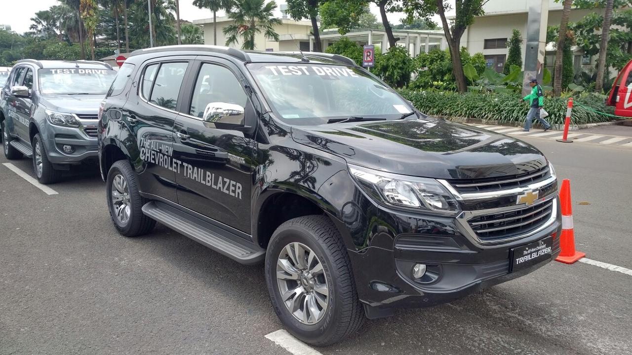 In Depth Tour Chevrolet Trailblazer LTZ Facelift - Indonesia - YouTube