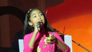 Victoria Thúy Vi trình bày nhạc phẩm Tôi Mơ