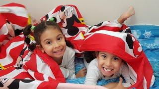 Elsa Pijamam Bana Büyük Oldu.Eglenceli Aile Çocuk Videoları.Fun Twins