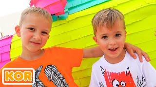 블라드와 니키는 장난감을 가지고 재미를   어린이를위한 가장 인기 시리즈를