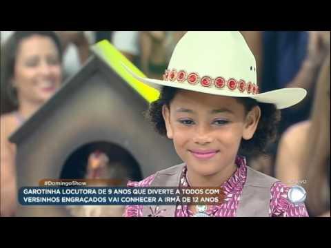 Locutora mirim mostra seu talento ao vivo e faz rimas no palco do Domingo Show