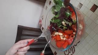 Салат из белой фасоли и чери