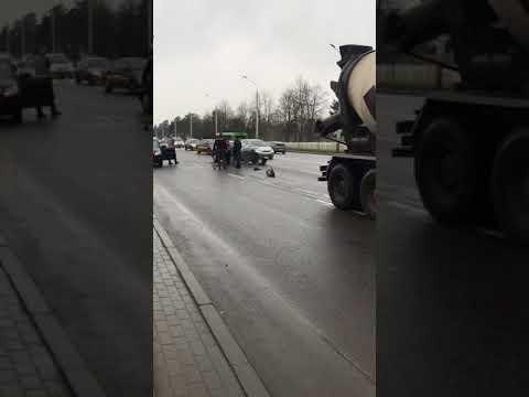 Минск. ДТП около СК Уручье из за собаки.