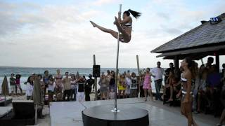 Marion Crampe & Manuela Carneiro Pole dance Show on the beach