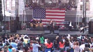 "Robin Thicke: ""Wanna Love You Girl"": Artscape 2009 Live!"