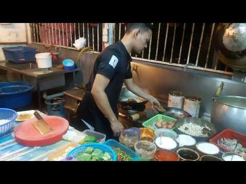 Resep Nasi goreng Chinese Food ala resto fast food Bawang putih : 1 siung Bawang bombai : 1/2 siung Cabe merah : 2 buah....