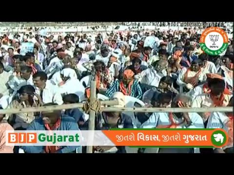 PM Shri Narendra Modi addresses public meeting in Dhari, Amreli. Gujarat : 27.11.2017