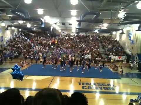 Cheerleader Shits In Air