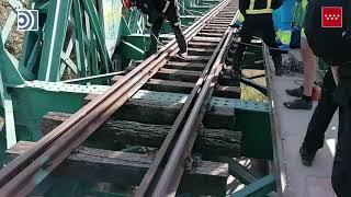 Aparatoso rescate de ciclista caído en el Puente Verde de Arganda del Rey