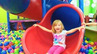 Развлечение для детей! Детская игровая комната  Entertainment for children Children's playroom
