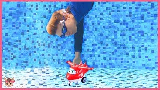 Swimming Underwater in Pool Pretend play with Kids Toys Car | Diving down For Kids