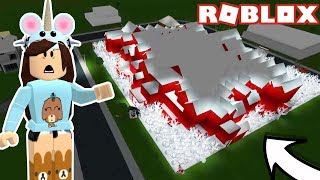 BIGGEST HOUSE I'VE SEEN IN BLOXBURG!! ROBLOX WELCOME TO BLOXBURG