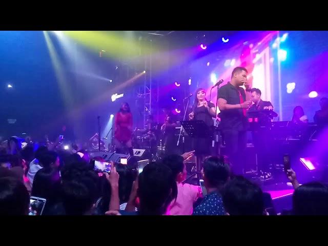 Siti Badria live in The WareHouse surabaya