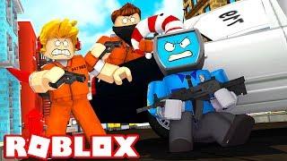 10 CATTIVI vs. 1 HERO on Roblox (MadCity ITA)