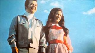 Conway Twitty & Loretta Lynn – Lead Me On Video Thumbnail