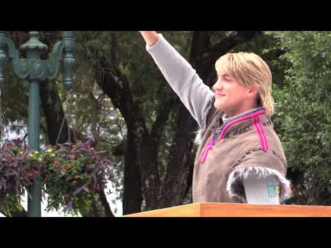 First Kristoff Character Appearance In Frozen Summer Fun Royal