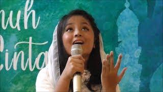 Tampil Perdana Sebagai Penyanyi, Aura Gutawa Nyanyikan Lagu Religi Ciptaan Ayah