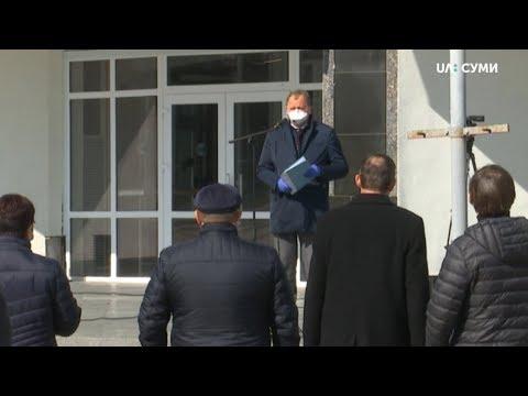 Суспільне Суми: Сумські депутати голосували на вулиці, аби потім голосувати вдома.