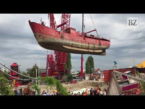 Das Leuchtturmschiff Kommt In Basel An