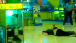 SM PAMPANGA MALL SHOOTING INCIDENT.wmv