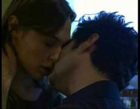 תומר ומרי מתנשקים - בובות 45