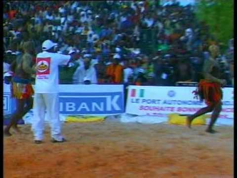 Sabre National de Lutte traditionnelle du Niger - Tahoua 2009 - 1ère Partie thumbnail