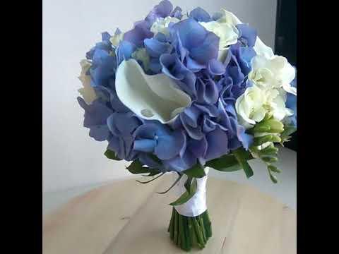 Голубой свадебный букет невесты из гортензии, фрезий, калл и роз