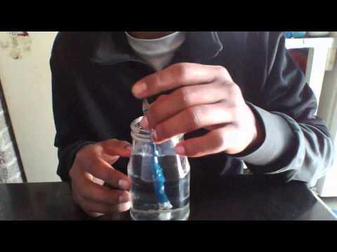 Experimento refracción de luz (Lápiz dentro de un recipiente de agua)