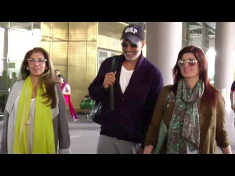 Akshay Kumar With Family Twinkle Khanna & Dimple Kapadia At Mumbai Airport