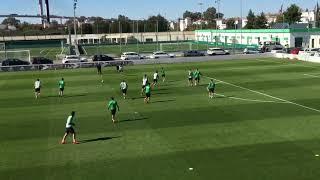 Entrenamiento Del Betis (09 11 2017): Quique Setién, Uno Más Entre Los Jugadores En El Partidillo