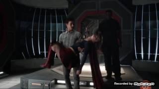 Flash 3x17 Mon- EL bring Supergirl to flash