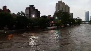 Impresionante creciente del Río Suquia tras la tormenta el 25 de enero de 2019