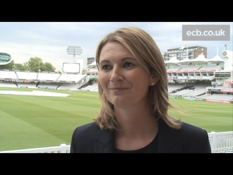 Charlotte Edwards wins England Women's Cricketer of the Year award